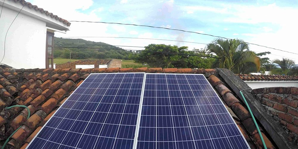 Paneles solares instalados en Colombia 2048x1024 1